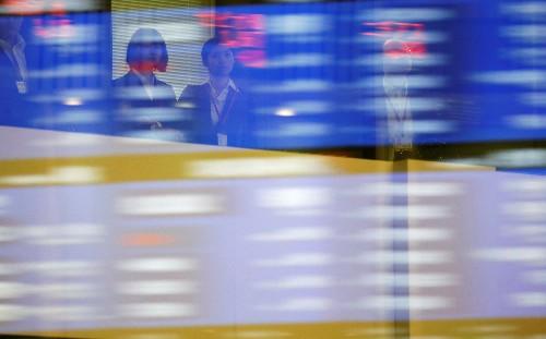 日経平均は大幅反落、一時700円超安 上海株高支えに後場下げ渋る