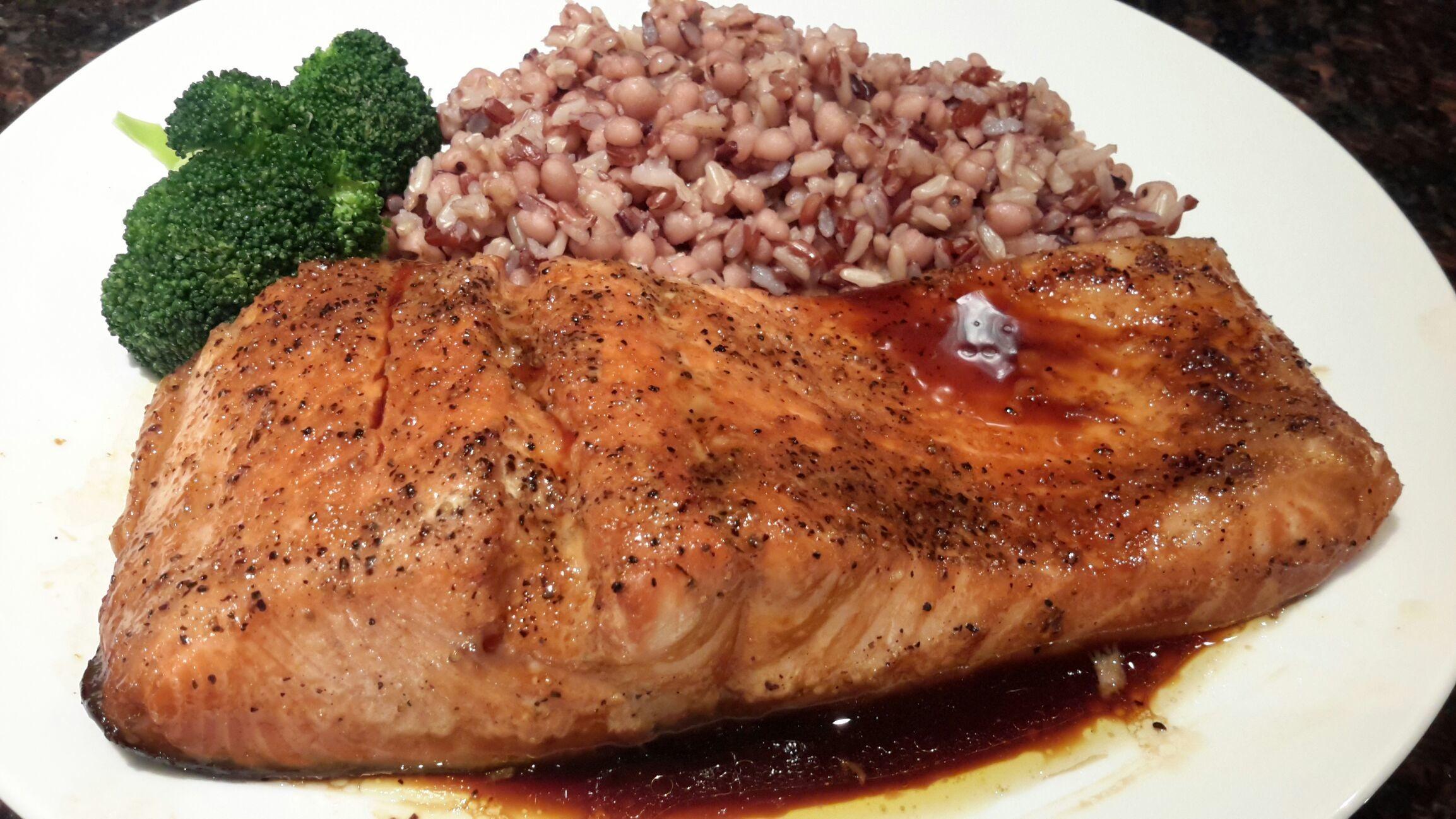 Brown rice cooked with Job 's tears ,serve with salmon teriyaki sauce