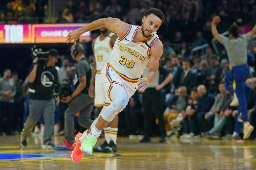 Curry's back, but Raptors squeak past Warriors