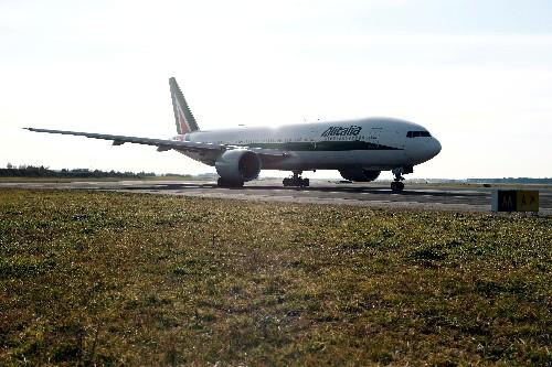 Rome's Fiumicino airport tests pioneering eco-friendly tarmac