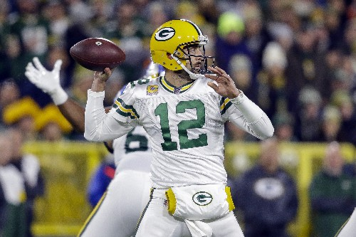 Packers get the calls, Crosby hits late FG to beat Lions