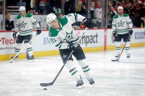 Zuccarello hurt in debut, but helps Stars edge Blackhawks