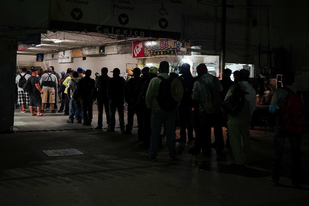 Mexican farmworkers crammed into border tunnel despite contagion risk