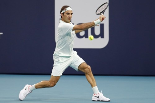 Federer fights back to beat Albot in Miami