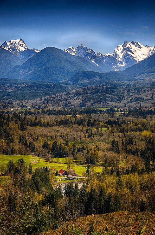 Mountain view in the state of Washington. (Nikon D300 using the 16-85 zoom – 1/1250th sec at f8). Photo by Dick Pratt. Awesome pic!