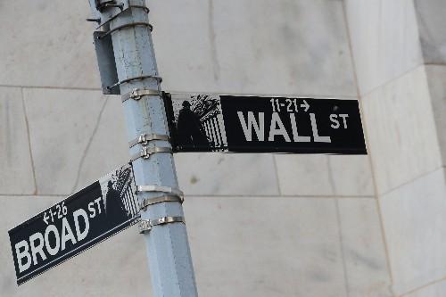 Wall Street immobilisée entre Fed et commerce