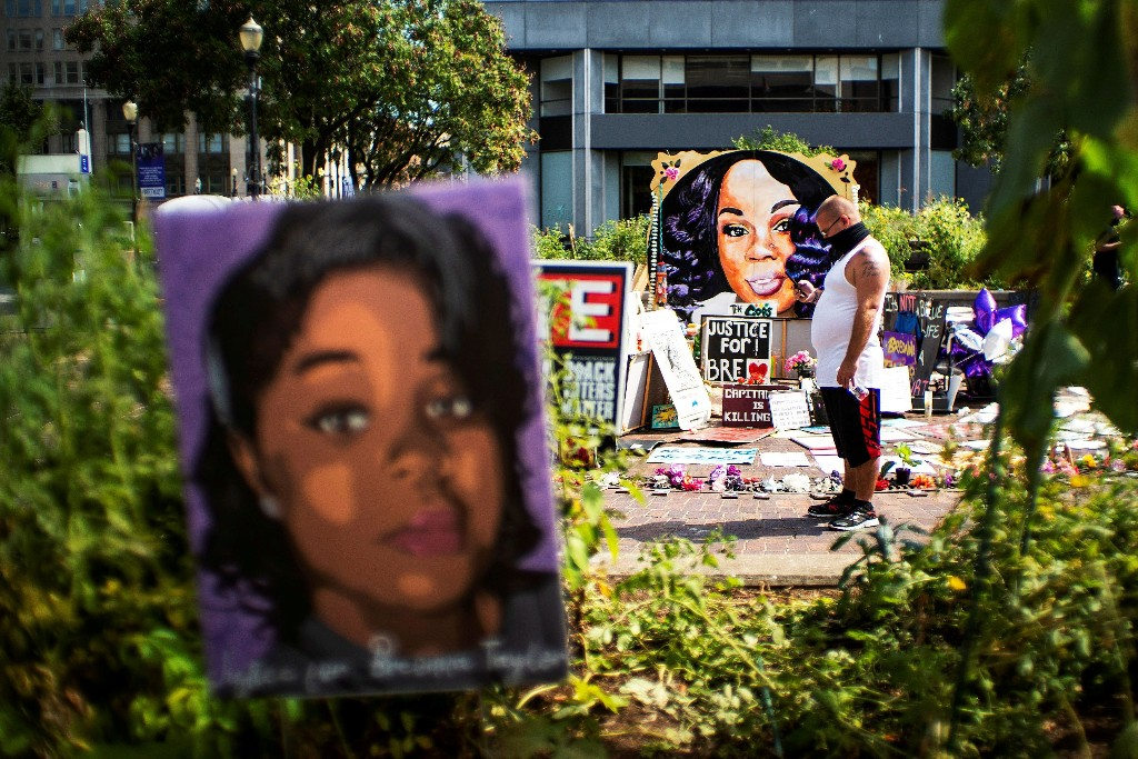 Breonna Taylor 'attached to me' for rest of life, police officer says