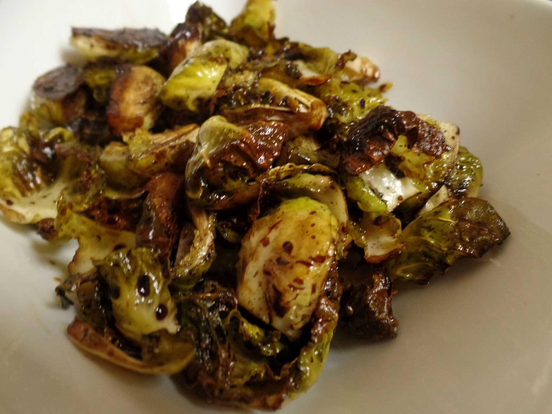 Balsamic roasted brussel sprouts #ilovetumeric #ilovebrusselsprouts #brusselsprouts #foodpic #foodgasm #foodporn #foodie #foodpedia #foodhunter #foodbloggers #eatwell #eathealthy #healthyeats #healthyfood #healthyeating #healthyfoods #realfood #detroitfoodnetwork #detroitfoodie #detroitfoodies #detroitfood #delish #delicious #deliciousfood #deliciousfoods #deliciousness #instafood #foodnetwork #owntv #wholefoods