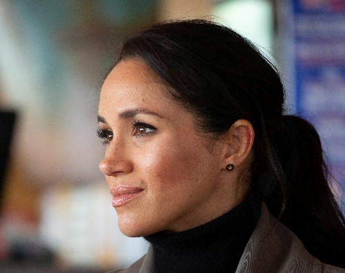 Meghan Markle's father asks Queen Elizabeth to get his daughter back in touch