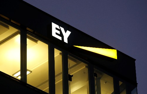 Brexit clouds financial investment outlook in London: EY