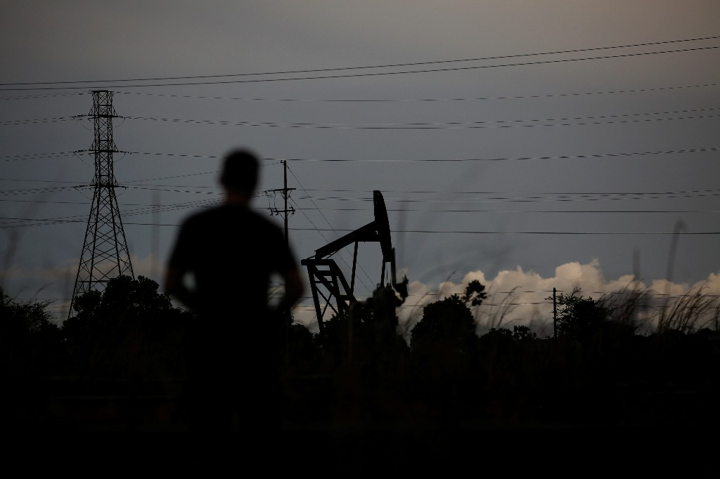 Exclusive: U.S. weighs blacklisting dozens more oil tankers over Venezuela - officials