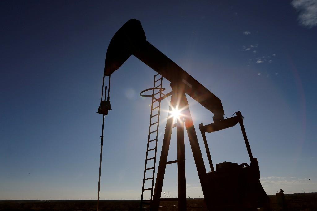 Graphic: Oil majors slash 2020 spending by 20% after prices slump
