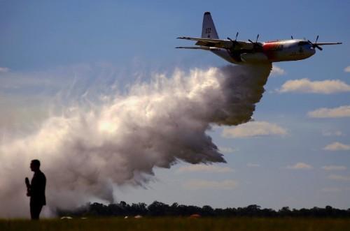 Australia's bushfire danger flares up as Sydney faces scorching heat
