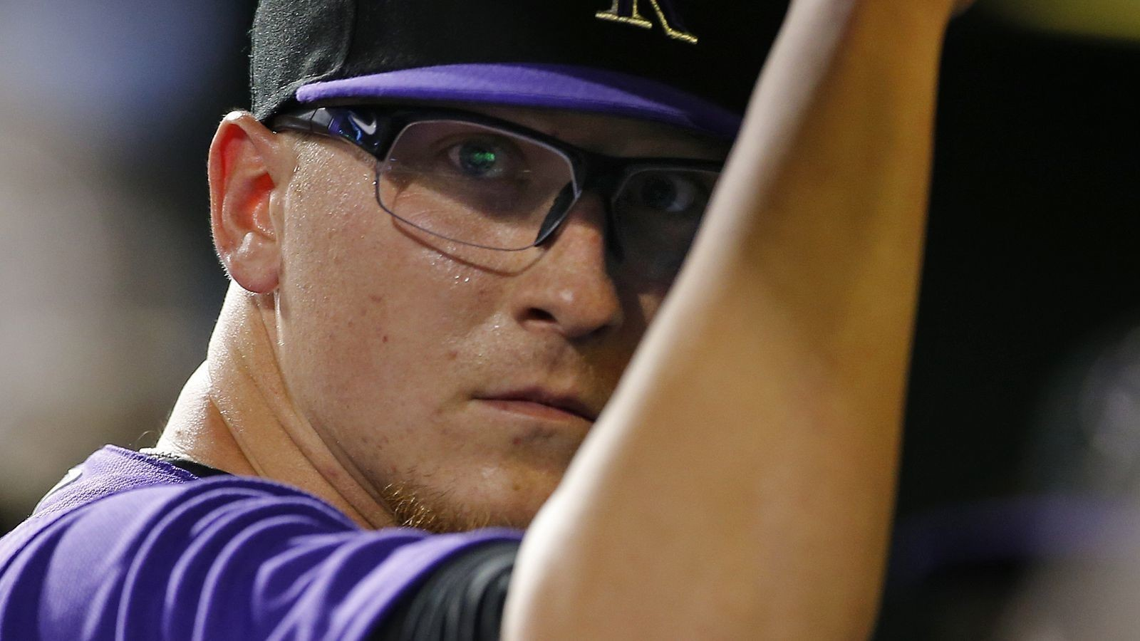 Hoffman dominates, leads Rockies to 8-1 win over Phillies