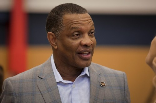 Pelicans pick up Gentry's 2020-21 option
