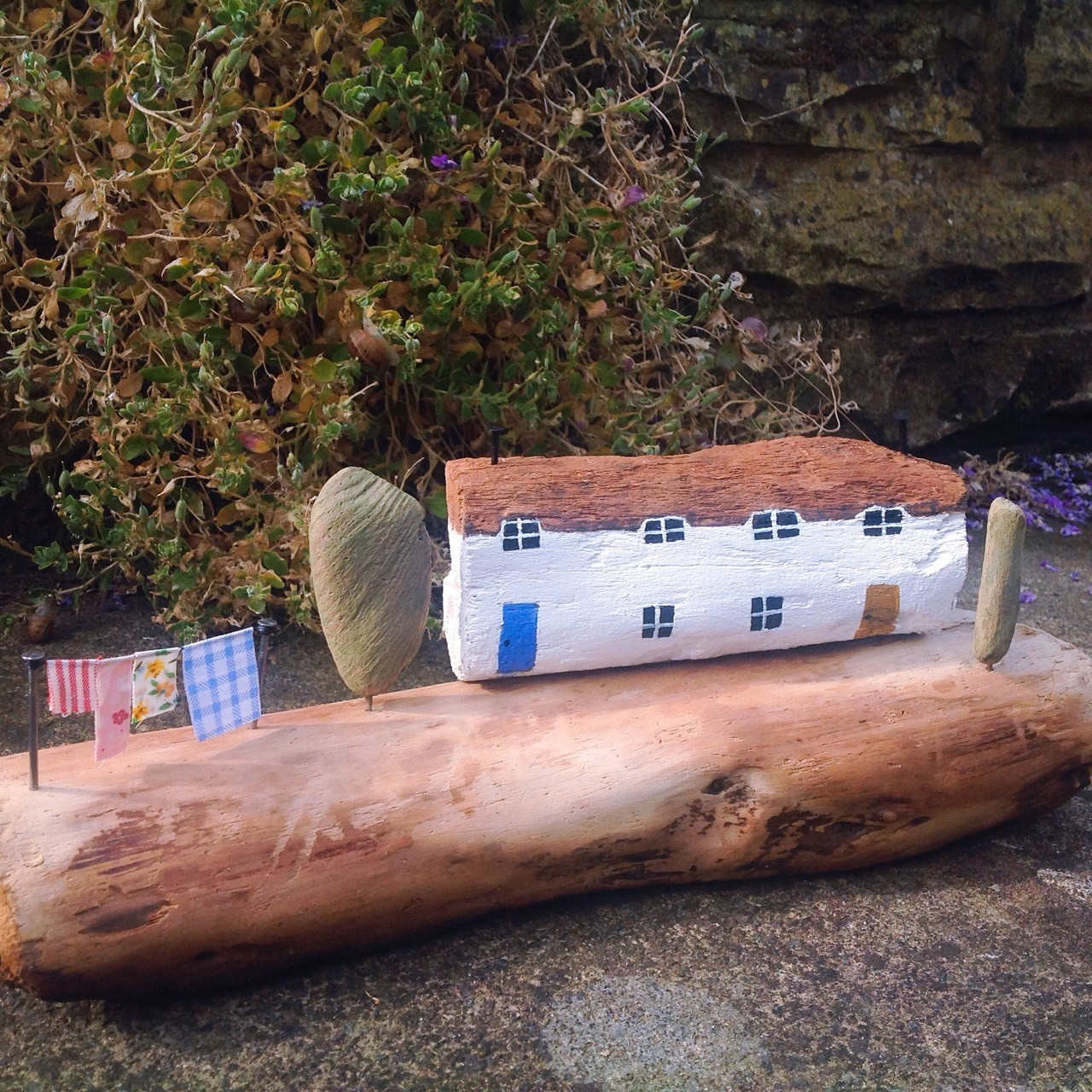 I don't know who lives here, but I DO like their bed linen ;-) #driftwood