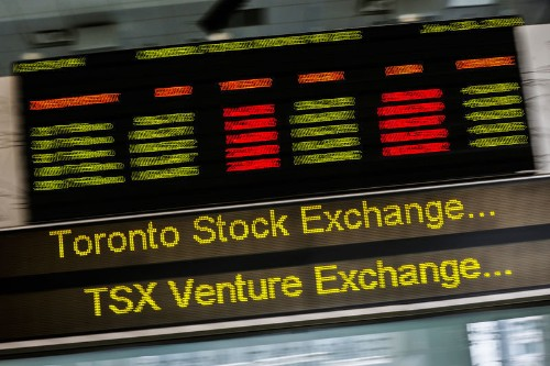 TSX rises on gains in bank shares