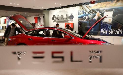 "Elon Musk, de Tesla, ""ve mérito"" en captar capital, promete ganancias en tercer trimestre tras fuertes pérdidas"