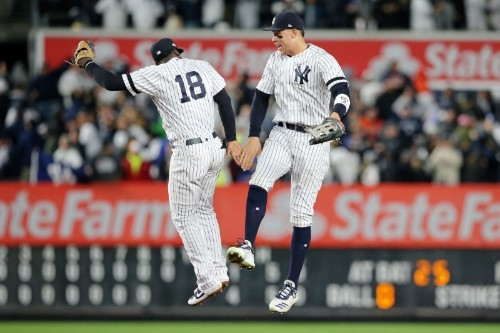 Yankees regain offensive edge to stay alive in pennant race