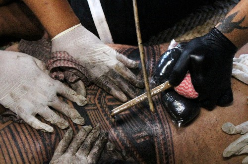 Samoans ink painful bond with their motherland