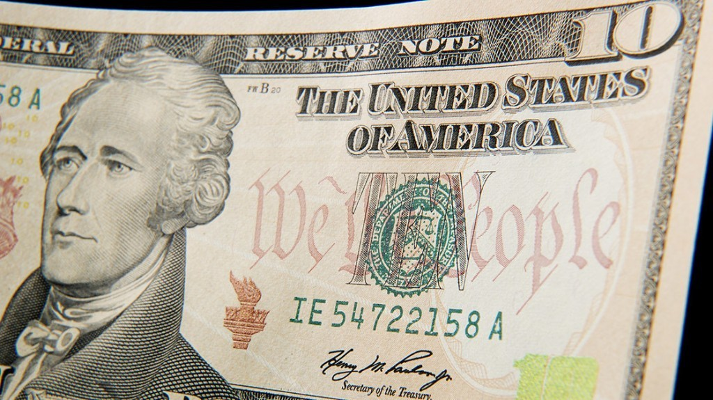 Treasury's Lew to announce Hamilton to stay on $10 bill