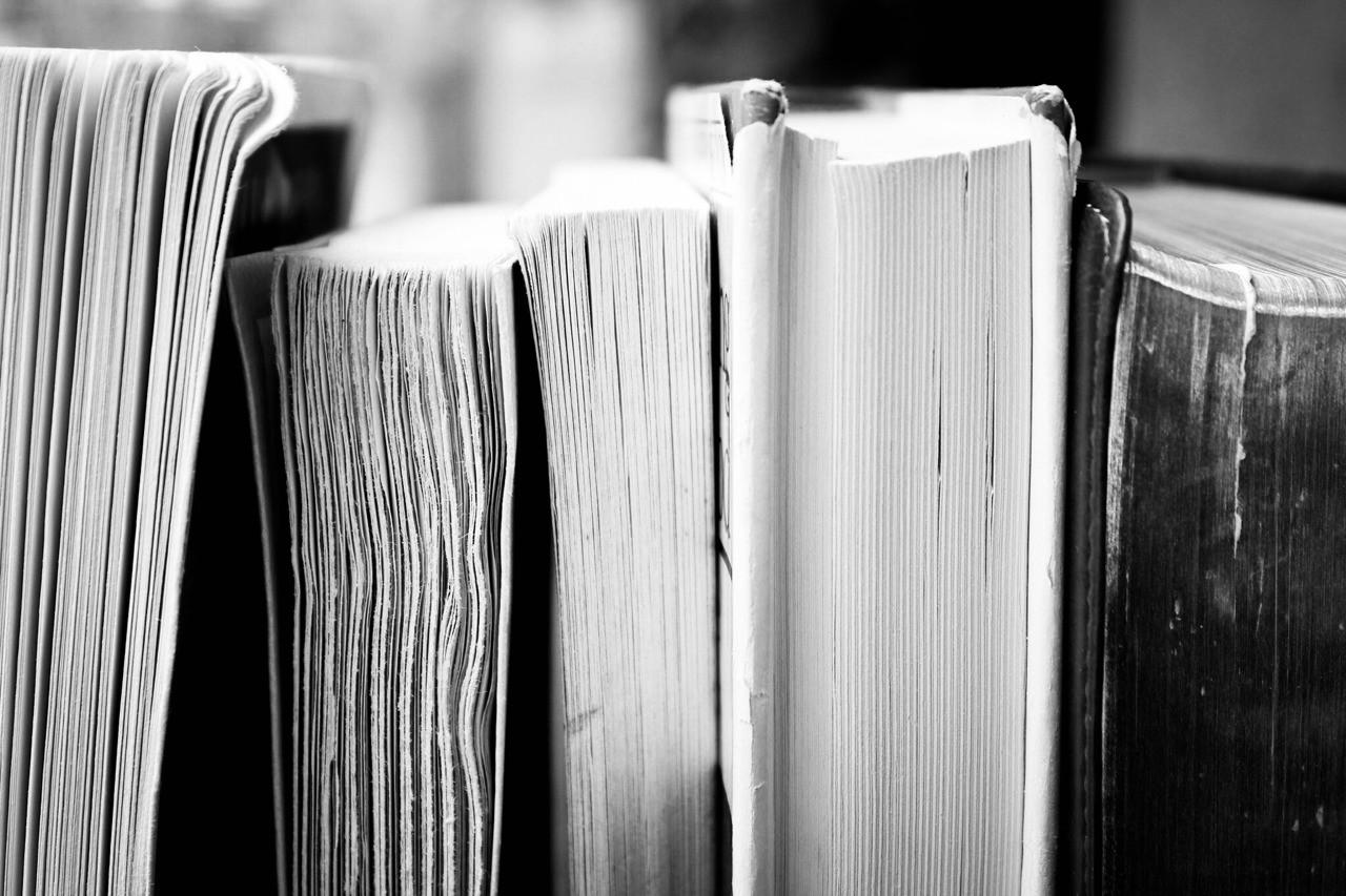 """""""El libro es fuerza, es valor, es fuerza, es alimento; antorcha del pensamiento y manantial del amor."""" Rubén Darío"""