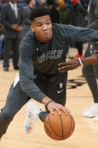 Giannis pours in 37 as Bucks with 17th straight