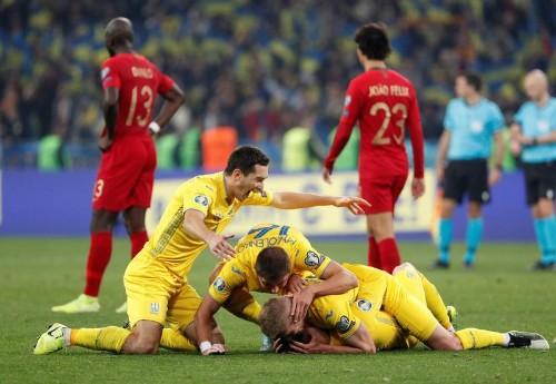 Le Portugal se fait peur en Ukraine, l'Angleterre impressionne