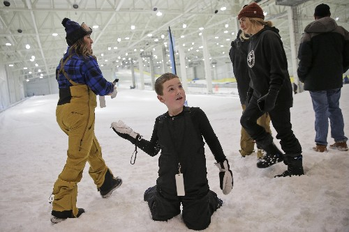 Long awaited indoor ski slope debuts at New Jersey megamall
