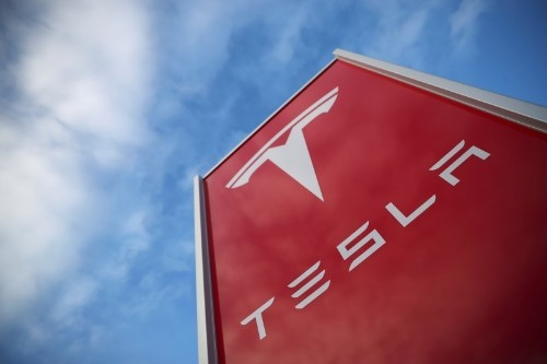 Tesla shares fall sharply for second straight day
