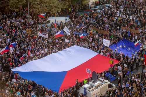 Thousands of Czechs protest for fourth week against justice minister