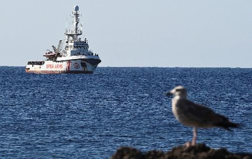 Migrants: L'Open Arms toujours bloqué au large de Lampedusa