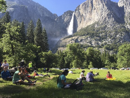 Garbage, feces take toll on national parks amid shutdown
