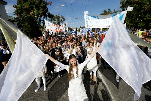 Tens of thousands march for ban on abortions in Slovakia