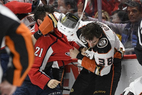 Hathaway ejected for spitting during brawl, Caps beat Ducks