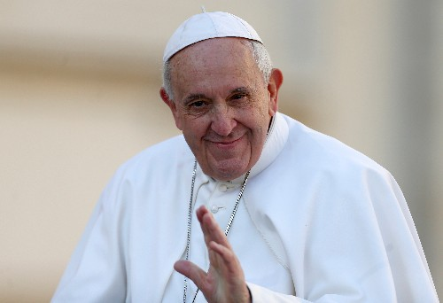 Notre-Dame: Le pape salue le courage des pompiers