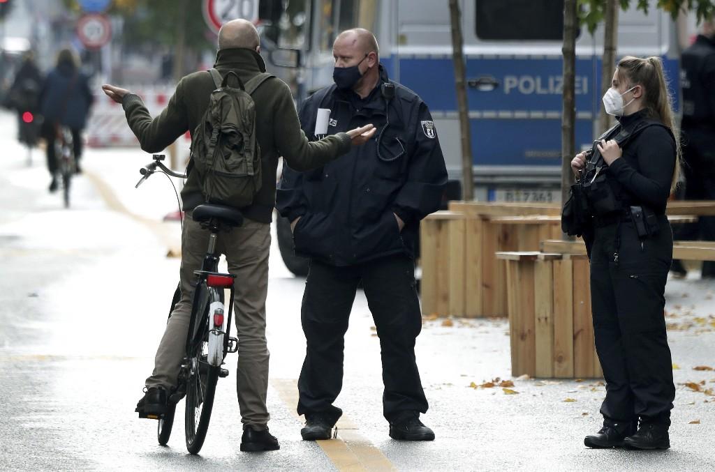 Merkel seeks limited lockdown as German virus cases surge