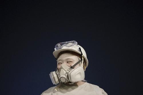 Hong Kong protesters mock China leaders, defy face mask ban