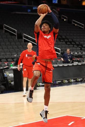 Sexton fuels Cavs past Wizards in Bickerstaff's debut