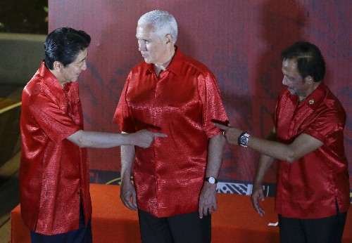 Pence, Xi trade barbs in speeches at Pacific summit