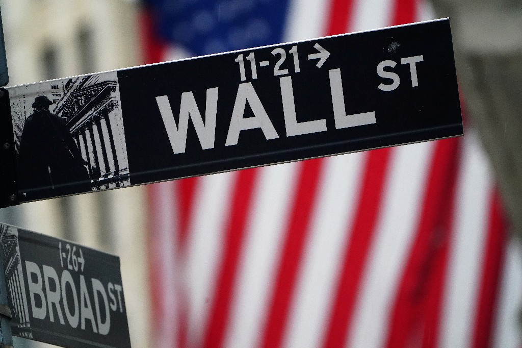 Wall Street climbs with focus on stimulus