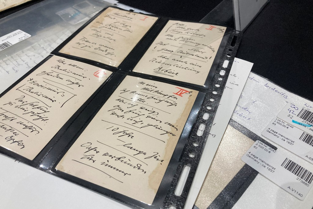 Hitler under the hammer: speech cards auctioned in Munich