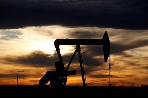 U.S. crude futures trim record gain