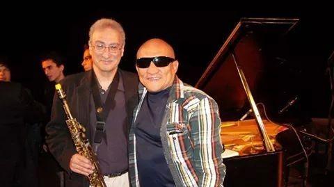 Con el maestro Greg Badolato(Master Sax) en el Taller Berklee College of Music. La Universidad de Música más prestigiosa del mundo.