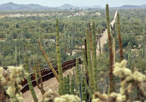 Government delays border barrier construction in Arizona