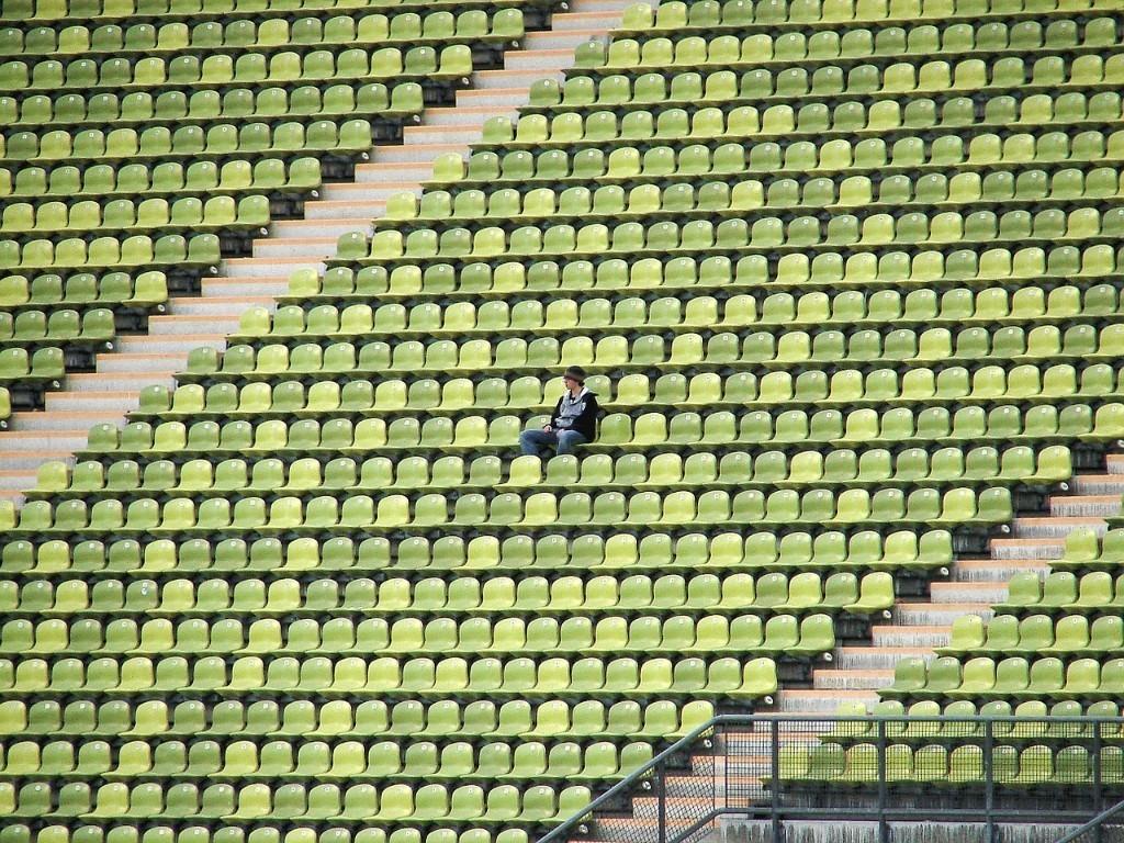 Por qué la soledad afecta a tantos jóvenes