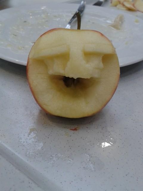 Apfelschnitzerei von Maja K.