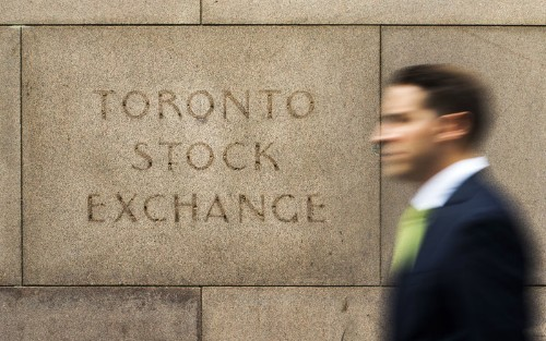 TSX threatens to snap nine-day rally as oil slide hits energy shares