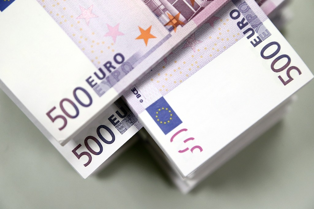 Euro steadies in a big week for Europe's policymakers