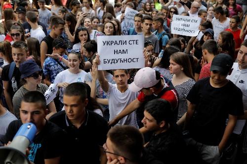 Serbian schoolchildren protest over maths test leak
